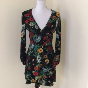 Alice + Olivia size 4, black floral L/S dress